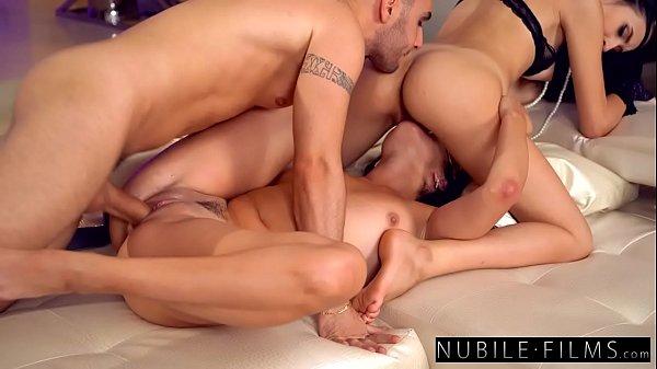 Mulheres nuas com tesão fodendo gostoso